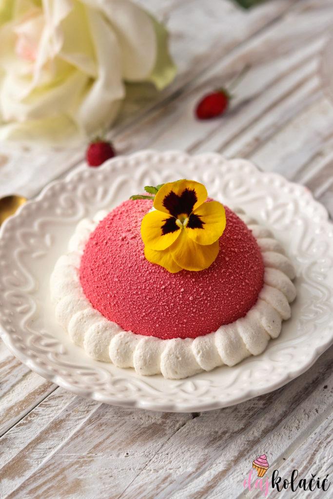 Baršunasti kolačić od vanilije i šumskih jagoda